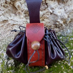 bourse porte monnaie purse pouch cuir sculpté leather craft estamp symbole celtic celtique croix irlandaise irland cross medieval middle age